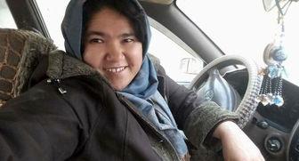 نخستین راننده تاکسی زن افغان +تصاویر