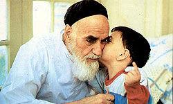 روزی که امام(ره) برای علی کوچولو شعار دادند