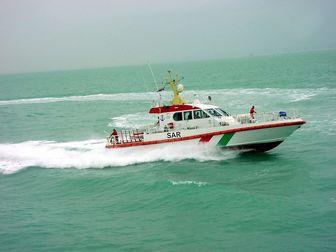 نجات شناور دریایی از غرق شدن در خلیج فارس