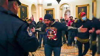 قانونگذار آمریکایی در میان حملهکنندگان به ساختمان کنگره!