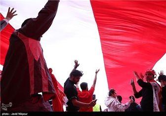 ربوده شدن کاپ قهرمانی در ورزشگاه یادگار امام!