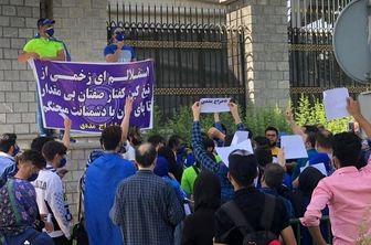 تجمع استقلالیها مقابل ساختمان قوه قضاییه/ شعار هواداران استقلال علیه مددی