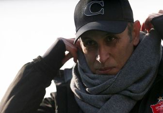 ژست جالب یحیی گل محمدی در بازی با تراکتور+عکس