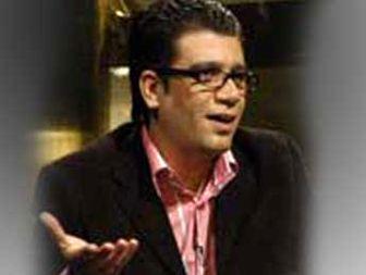 رشیدپور پشت سرِ فرزاد حسنی