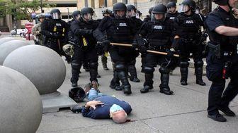 آزادی دو افسر پلیس خشن آمریکایی!