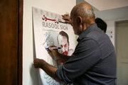 امضای جمشید هاشمپور پای پوستر «نشان رسول»