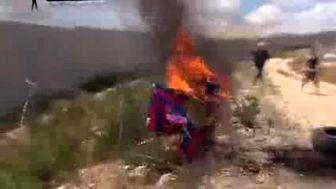 آتش زدن پیراهن بارسلونا در نوار غزه + عکس