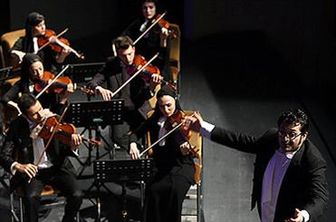 پیانیست شهیر ژاپنی در ارکستر فیلارمونیک تهران مینوازد