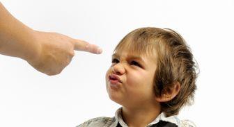 با کودکانی که والدینشان را کنترل میکنند، چه کنیم؟