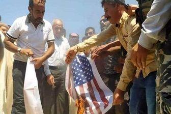 تداوم اعتراضات در سوریه؛ سوری ها پرچم آمریکا را به آتش کشیدند