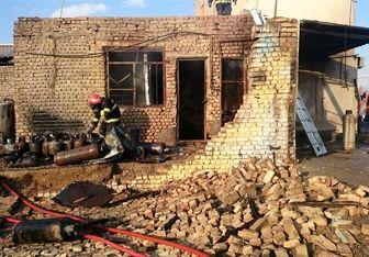 سوختگی ۳ نفر بر اثر انفجار در مغازه شارژ کپسول گاز مایع/ عکس