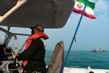 رژه شناورهای نیروی دریایی سپاه در خلیج فارس