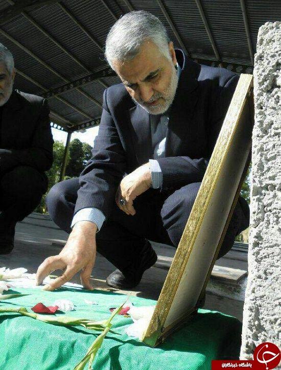 ادای احترام سردار سلیمانی به مدافع حرم+ عکس