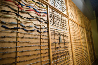 سیمهای خارداری که در موزه نمایش داده میشوند