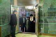 رهبر انقلاب بر مزار شهیدان رجایی و باهنر/ عکس
