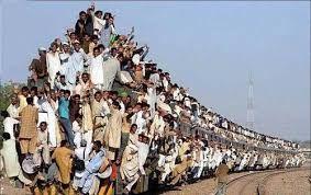 خروج مرگبار یک قطار از ریل در هند + فیلم
