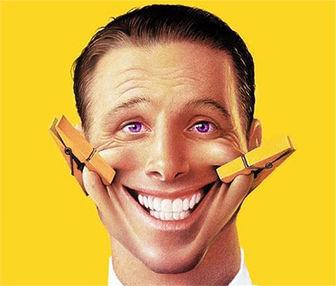 دلایلی که به شما میگویند باید بیدلیل هم لبخند بزتید!