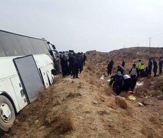 واژگونی اتوبوس مسافربری در محور شیراز
