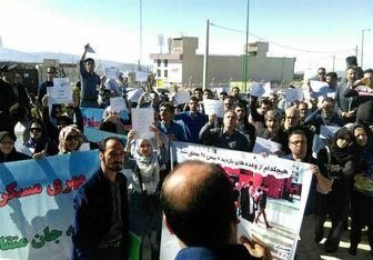 تجمع متقاضیان مسکن مهر مقابل شرکت عمران پردیس/فیلم
