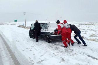 نجات بیش از ۲۰ هزار نفر گیرافتاده در برف و کولاک