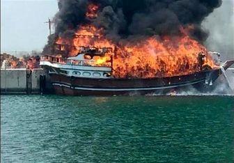 آتش سوزی در  ۸ فروند لنج صیادی در بندر لنگه