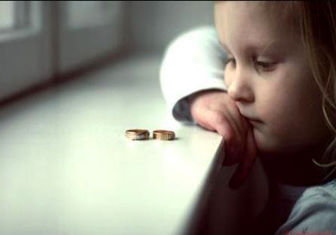 چگونه از آسیبهای دو مادر داشتن در تربیت کودک جلوگیری کنیم؟