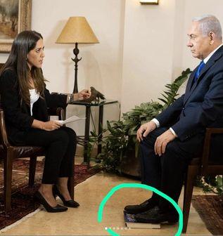 اقدام عجیب نتانیاهو هنگام یک مصاحبه تلویزیونی