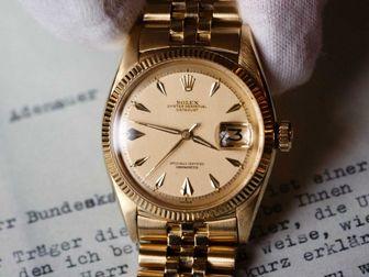 خرید یک ساعت مچی زنانه چقدر آب می خورد؟
