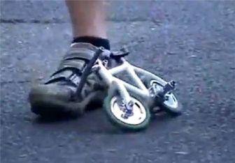 سواری بر کوچکترین دوچرخه جهان + عکس و فیلم