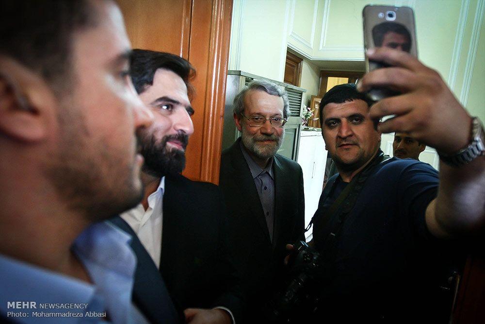 عکس/ سلفی خبرنگاران با لاریجانی